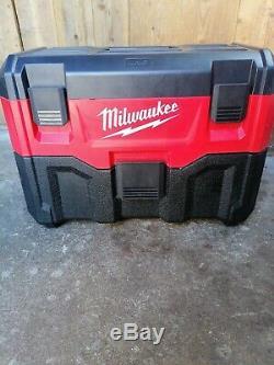 Milwaukee A Utilisé Le Vide M18vc2 18v. 2ème Génération. Batterie Incluse