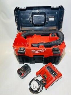 Milwaukee Outils D'alimentation M18 Vc2-0 Aspirateur Humide / Sec + Batterie Li-ion 3ah Et Chargeur