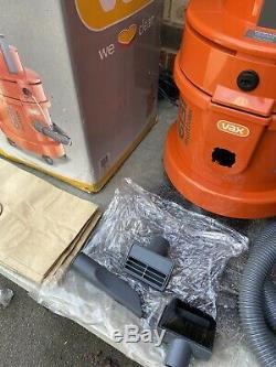 Vax 3-in-1 6131 Aspirateur De Nettoyage De Tapis D'ameublement. Wet & Dry. Free Uk Poster